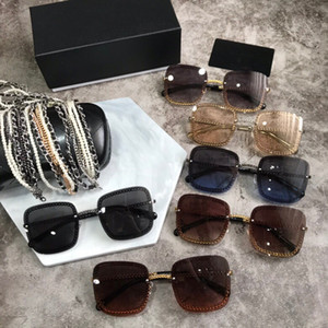 Wholesale 4244 Woman Sunglasses With Pearl Chain trend female personality black squat new fashion sunglasses women Popular designer big frame flap top