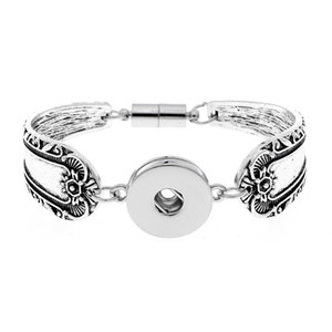New 18mm many styles Snap Jewelry Metal Silver Snap Button Bracelet Bangle Flowers Carved Magnetic Snap Bracelet for Women Men Bracelets