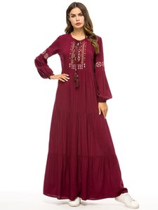 Wholesale New Women Ethnic costumes Middle Eastern simple embroidered dresses Muslim robes loose long skirts Festival costumes