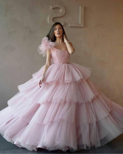 Wholesale 2019 New One Shoulder Ball Gowns Quinceanera Dresses Tulle Tiered Cupcake Formal Long Prom Dresses Sweet Age Vestidos De Quinceanera