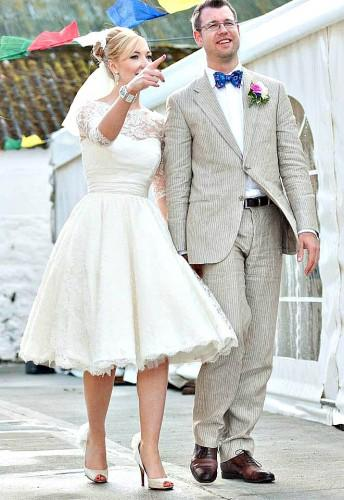Latest Design W1445 Short Lace Wedding Dresses With Half Illusion Sleeves New Princess Vintage A Line Bridal Gowns Deep Back Fashion