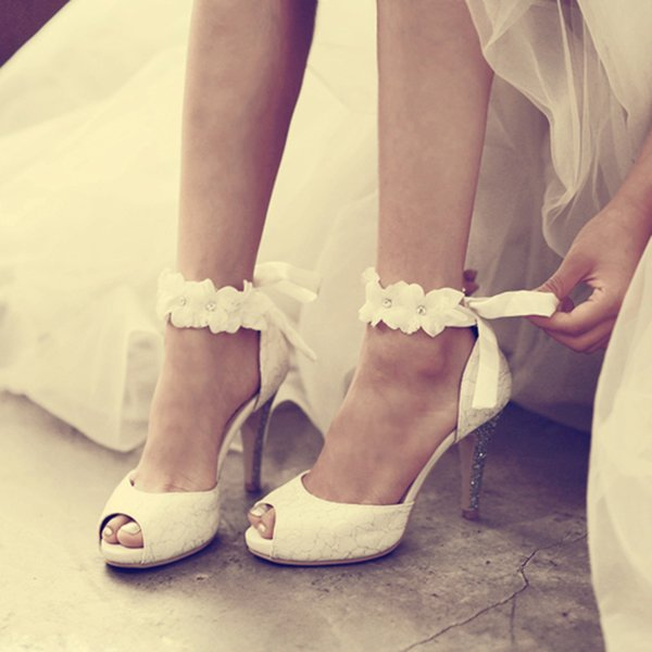 Peep Toe Lady Formal Dress Shoes Women High Heeled Shoes Beautiful White Lace Wedding Bridal Party Prom Shoes Pageant Pumps Low Wedding Shoes Manolo