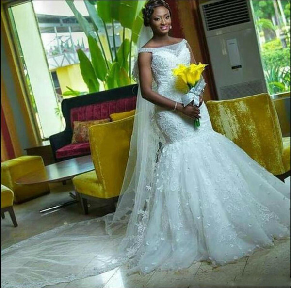 2018 New Outdoor Wedding Dresses Off the shoulder with Custom Made Lace 3D Floral Long Bridal Gowns