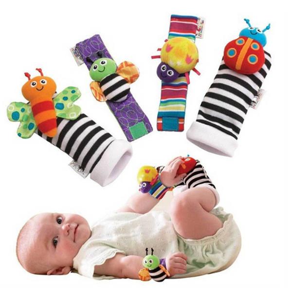 20pcs / lot Sonajero Juguetes para bebés Alto contraste Jardín Bug Muñeca Sonajero + Calcetines para pies 20pcs un conjunto Colorido H00862