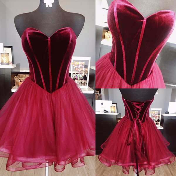 2018 Borgoña Vestidos cortos Fiesta de noche Vestidos formales Velvet Sweetheart Organza Una línea Corsé Volver Diseñador de moda Prom Vestido de fiesta