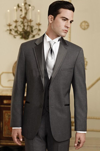 Nueva llegada Custome hizo Trajes de Boda Charcoal Grey Groom Tuxedos Traje guapo Trajes Formales El mejor hombre Padrino trajes (chaqueta + pantalones + chaleco)