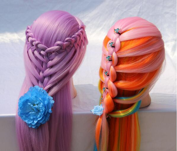 Venta al por mayor 7colour 1PC colorido cabello femenino REGALO mujer modelo maniquíes cabeza peluquería cabeza, maquillada con base de plástico, M00670
