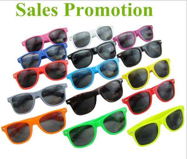 top popular Hot selling Womens and Mens Most Cheap Modern Beach Sunglass Plastic Classic Style Sunglasses Many colors to choose Clean lens Sun Glasses 2019