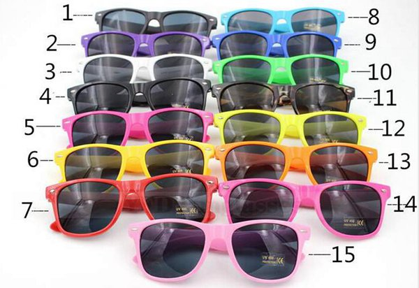 best selling 100pcs Womens and Mens Most Cheap Modern Beach Sunglass Plastic Classic Style Sunglasses