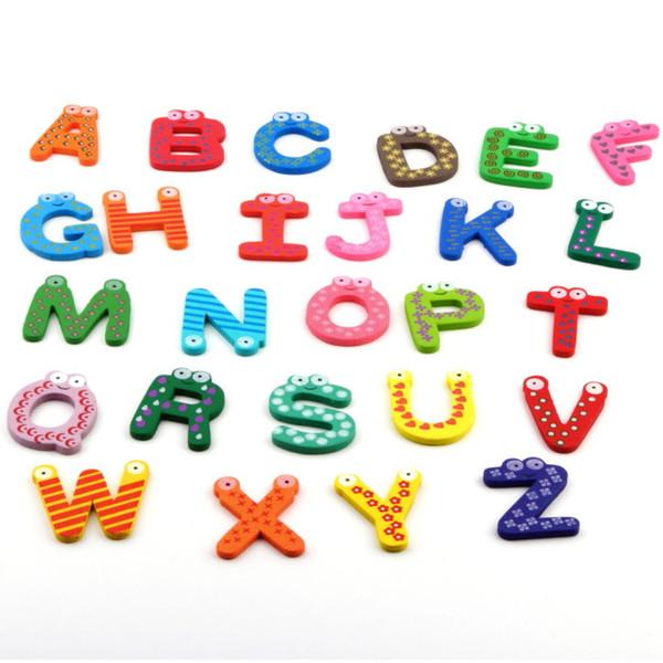 2017 sıcak 1 takım Buzdolabı Ahşap Mıknatıs Bebek / Çocuk Oyuncak A-Z ABC Eğitim Alfabe 26 Mektuplar YKS
