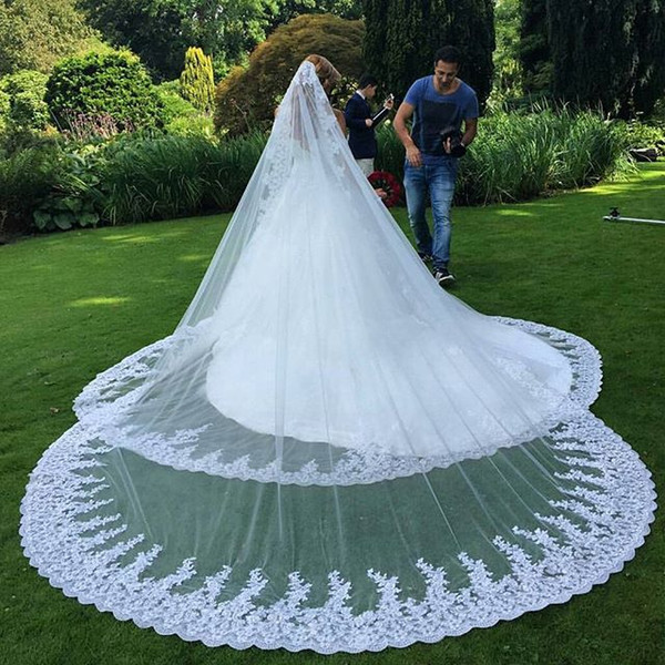 2020 Luxury Long Veil Lace Appliques Edge delicate veil available in White And Ivory Long Veil