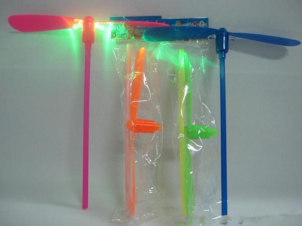 Luminosa libélula de bambú volando hadas volando juguetes, juguetes infantiles mayorista mercado de pulgas fuentes que emiten ovnis al por mayor