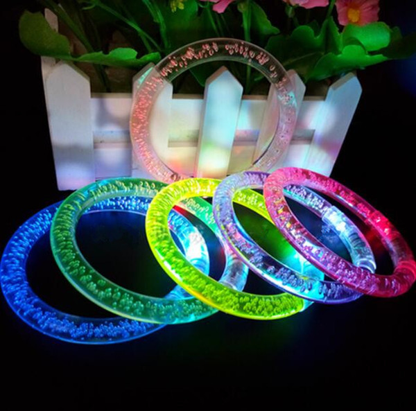 LED Flash Blink Glow Colore che cambia luce Acrilico Giocattoli per bambini Lampada Anello luminoso a mano Partito Fluorescenza Club Stage Braccialetto Braccialetto di Natale