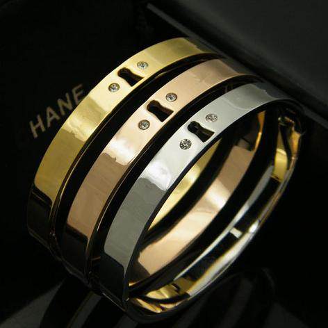women cuff bangles Fashion Brand Jewelry 3 Color 18K Rose Gold Carving Letter crystal Bracelets Bangles Pulseiras Cuff bracelets & bangles