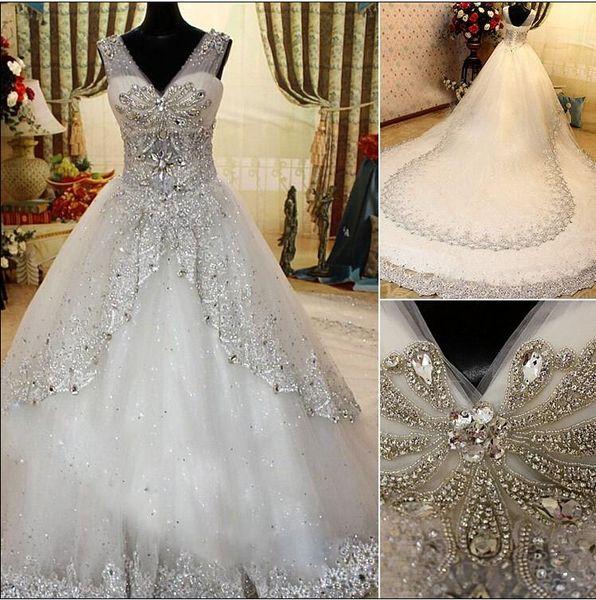 2019 Vestidos de boda de cristal de lujo Vestido de novia de playa con correas transparentes Vestido de bola Con cuello en v Con cuentas Apliques Niveles Vestidos plisados para la boda