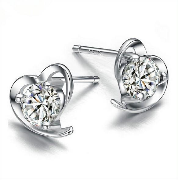 Pendiente de forma de corazón Pendiente de oreja de acero de uñas Diseño de plata simple Pendientes de cristal de accesorios Set para mujer Chica Pendientes de orejas Nueva joyería