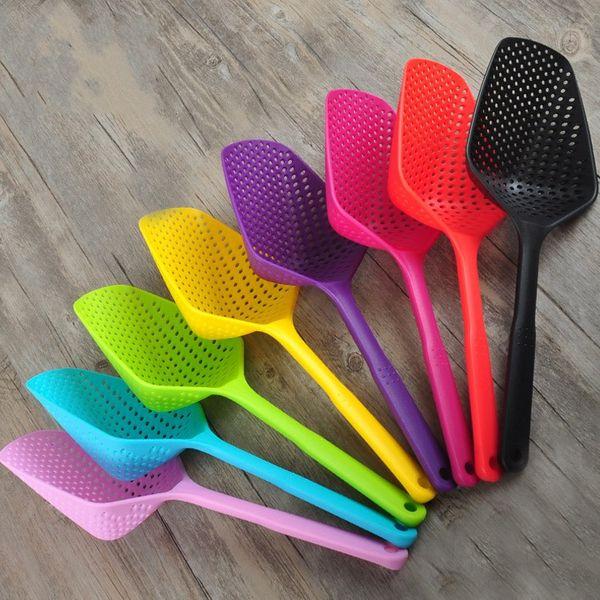Colador de plástico Resistente al calor Cepillo antiadherente Cuchara Inicio Cocina Herramienta de cocina Para múltiples colores 2 4lc C R