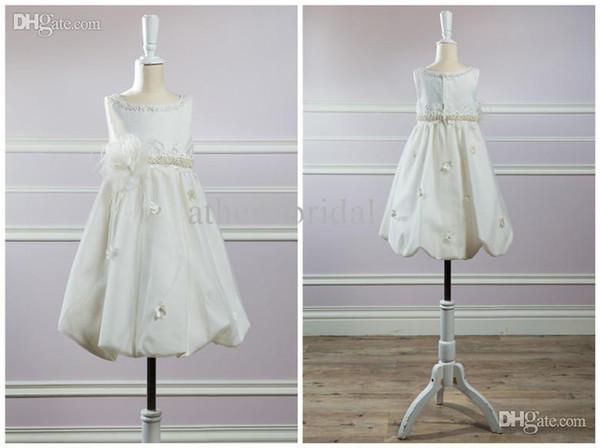 Adorables vestidos de princesa Vestidos de flor de marfil con flores hechas a mano Un corte moldeado Longitud de té con dobladillo de burbuja Un flujo de gran tamaño