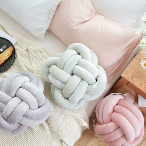2019 Ins Lovely Cartoon Knot Ball Pillow Baby Calm Sleep Dolls Stuffed Toys For Kids Boys Decoration Cushion Bed Room Props C19041701