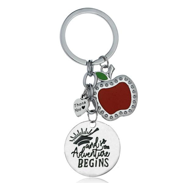 12PC all'ingrosso Grazie Red Apple Love Heart So Adventures Inizia Bachelor Cap Laurea Portachiavi Portachiavi Studente Amico di famiglia