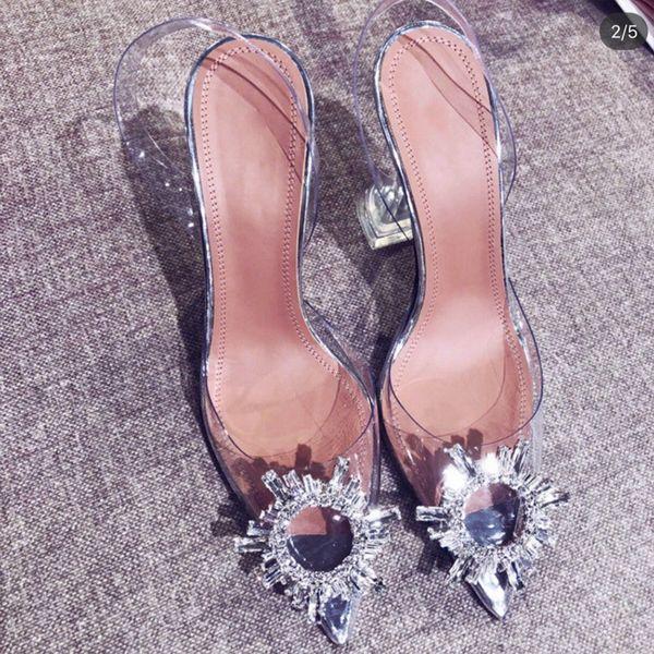 sandalias de la venta caliente en punta Xia 2019 nueva palabra con tacones agua diamante sexy Baotou
