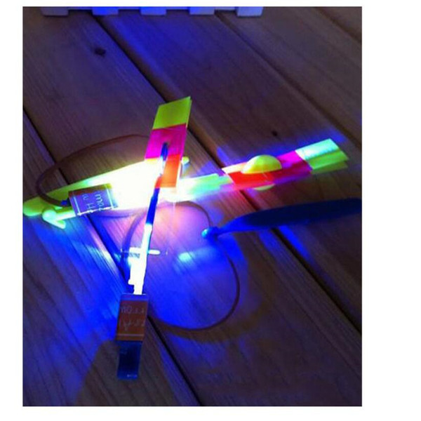 100 unids Flash Copter Increíble LED Light Up Arrow Rocket Helicóptero giratorio Flying Toy Party Regalo divertido Rojo y azul doble flash