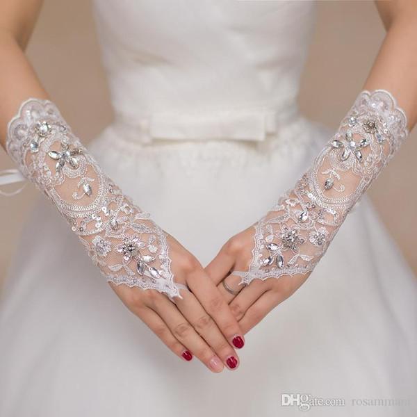Роскошные Короткие Кружева Невесты Свадебные Перчатки Свадебные Перчатки Кристаллы Свадебные Аксессуары Кружевные Перчатки для Невест без Пальцев До локтя