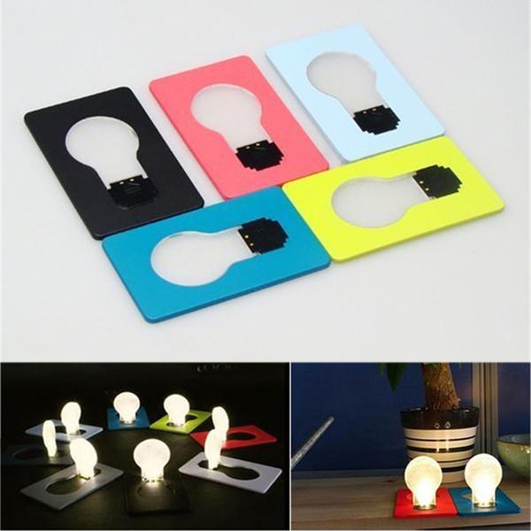 Lámpara de tarjeta LED portátil Luz de la novedad Mini forma de bombilla Lámpara de tarjeta de crédito LED Tamaño de la cartera Nuevo diseño