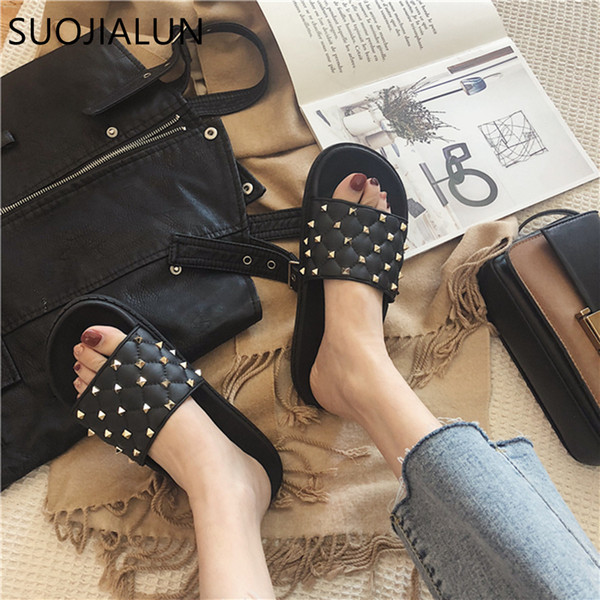 wholesale 2019 Spring New Slippers Women Home Slippers Flip Flops Fashion Rivet Beach Slides Casual Woman Flat Sandals
