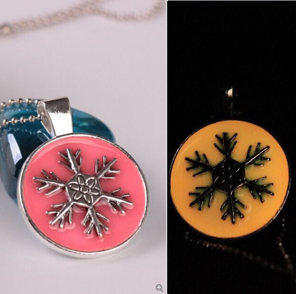 Luminous Necklaces Christmas Jewelry Punk Vintage Glow IN The Dark Gem Necklace For Women Men Snowflake Pendant Necklaces