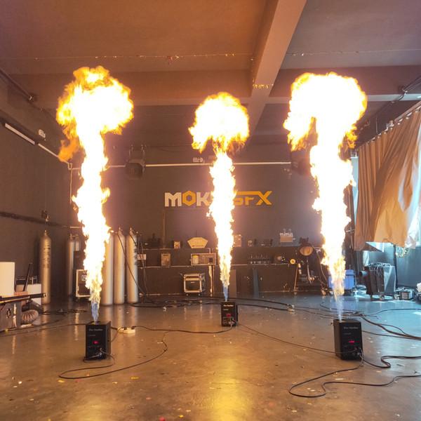 2pcs / lot une machine à flamme de tête dmx machine à incendie en aérosol projecteur de flamme de 3 m de hauteur avec canal de sécurité machine à flamme de stade