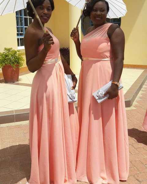 2020 Nuevas niñas negras sudafricanas Una línea Vestidos de dama de honor Un hombro Gasa Vestido de dama de honor Vestido de invitada de boda Tallas grandes