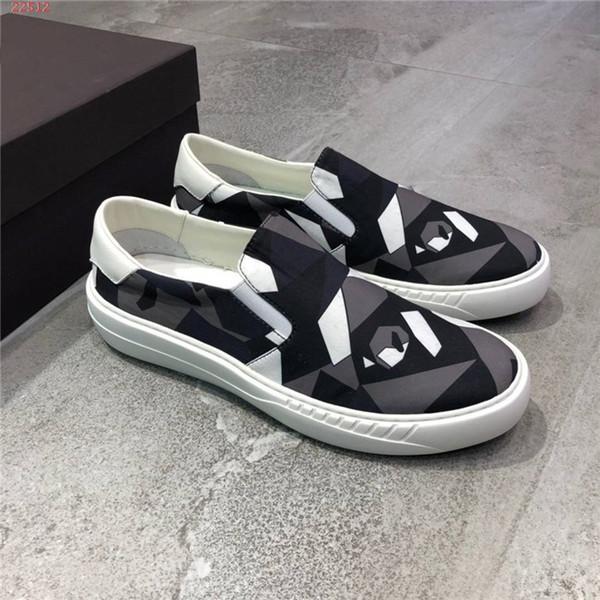 Nuovo marchio di arrivo Sport scarpe casual moda in vera pelle stampata comodo disegno geometrico uomo mocassini