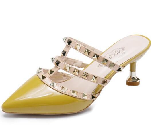 2019 nouvelles femmes Pompes Chaussures de mariage Femme Hauts talons sandale Nu Mode bretelles cheville Rivets Chaussures Sexy Talons Chaussures de mariée