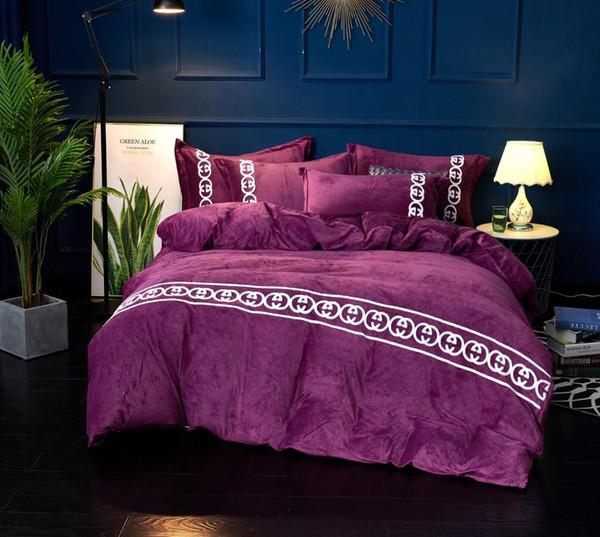 Estilo europeo simple toalla bordado ropa de cama 4 piezas de cristal terciopelo ropa de cama de invierno Suite engrosada cubierta de cama sólida set 777
