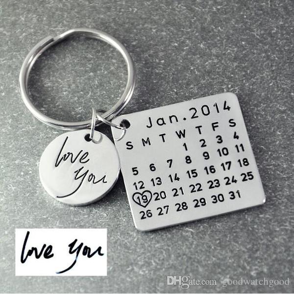 portachiavi di design portachiavi calendario, portachiavi calendario firma calendario timbrato a mano, data evidenziata con cuore CZ
