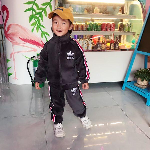 Livraison Gratuite NEW Marque Vêtements enfants AD Garçons Filles d'or velours hiver Costume Automne Bébé Grande enfant au chaud Pantalons Pull Deux ensembles M120730