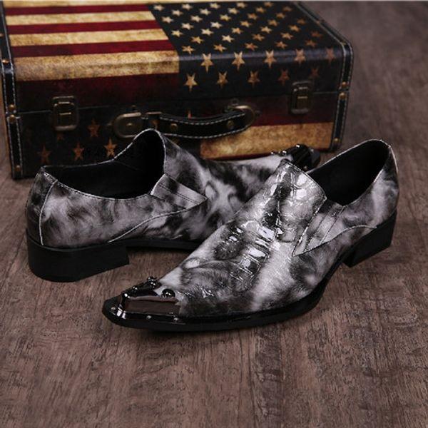 Классические элегантные мужские лакированные Оксфорд лоферов с шипами с острым носом с заклепками на низком каблуке змея офисных кожи формальная обувь мужская итальянская