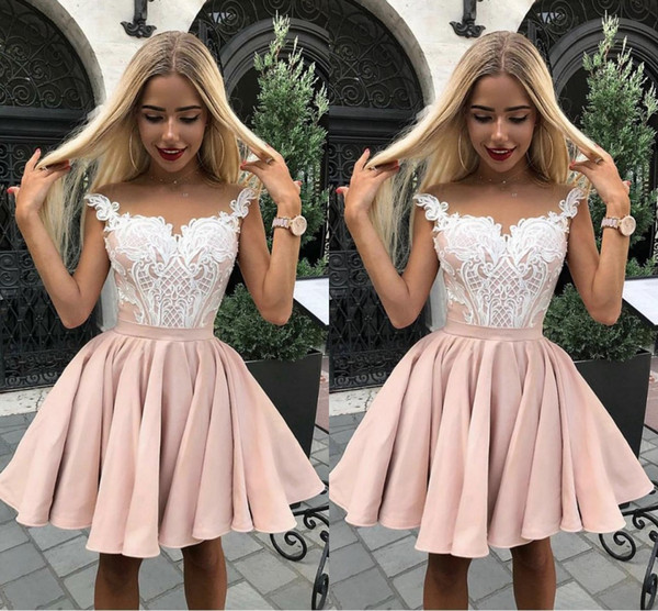 Compre 2019 Nueva Moda Cortos Vestidos De Fiesta Vestidos De Fiesta De Encaje Cuello Transparente Sobre La Rodilla Longitud Vestidos De Cóctel