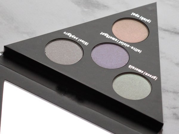 top popular Kat Von D 4 Color Alchemist Holographic Face & Eye Highlighter Polarized Light Triangle Palette High Quality 2021