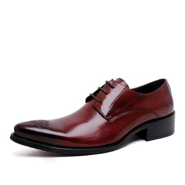 Couro genuíno artesanal sapatos formais homens Vintage esculpido Lace Up Oxfords sapatos de qualidade superior plana