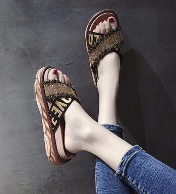 Yaz aylarında kalın alt ve kaymaz plaj ile Yeni Moda Bayan Su matkap çörek sandalet