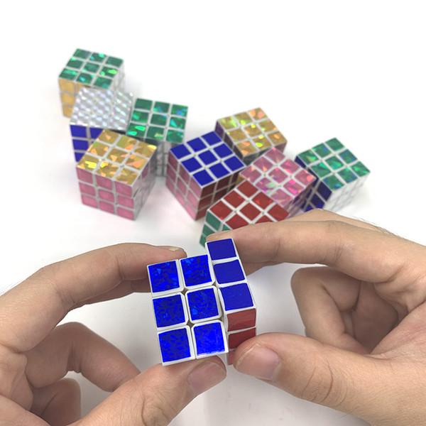Yeni varış Zeka oyuncakları Erkek Siklon Renkli Mini Parmak 3x3 Hız Küp Stickerless Parmak Sihirli Küp 3x3x3 Bulmacalar Oyuncaklar toptan
