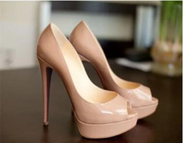 Sıcak 2019 Klasik Marka Kırmızı Alt Yüksek Topuklar Platformu Ayakkabı Çıplak / Siyah Patent Deri burnu Kadınlar Elbise Düğün Sandalet Ayakkabı 34-45 pompaları