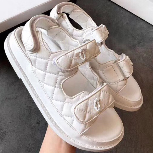 Las sandalias de diseñador de la marca Super Sandalias están hechas de cuero vintage Las sandalias femeninas Zapatos de mujer