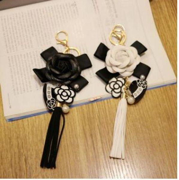 Genuine Leather BlackWhite MaleFemale Keychain Bag Plush Car Portachiavi Car Key Camellia Flower Hat Stile nappa Portachiavi