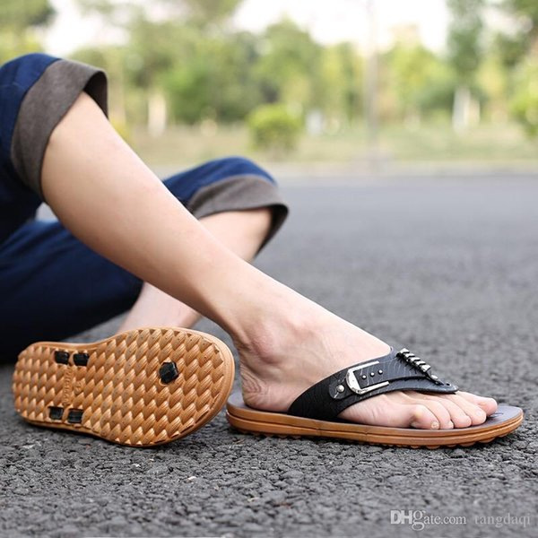 Foot slippers, summer men's flip-flops, English simple package, summer beach sandals, wet men's slippers, breathable and odorless.