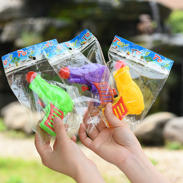 Manufacturer sells water pistols directly in summer beach water-playing children's Mini gift toy water pistols