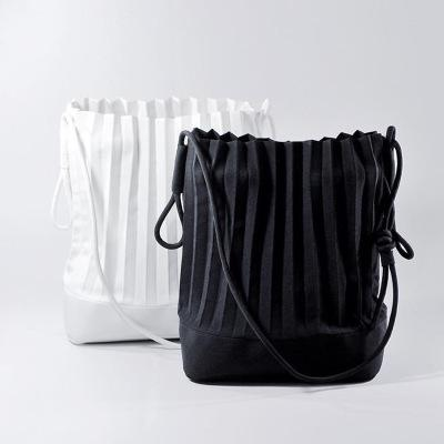 New Brand High Quality Large Capacity Bucket Tote Thailand Pleated Simple Travel Big Bag Shopping Designer Handbags Summer