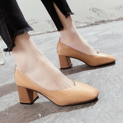 Yeni sığ ağız büyükanne ayakkabı retro kare kafa iş ayakkabıları rahat yumuşak deri yüksek topuk bayan ayakkabıları.